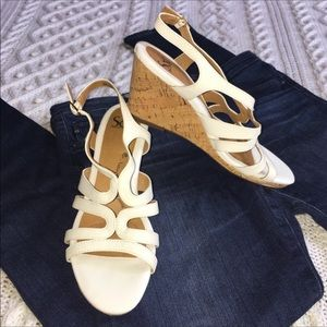 NEW Sofft White Leather Strappy Wedge Sandal Sz 8